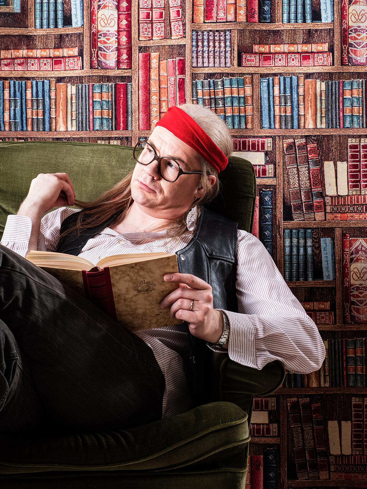 Viidestoista yö -musikaalin kuvassa Juicen näyttelijä